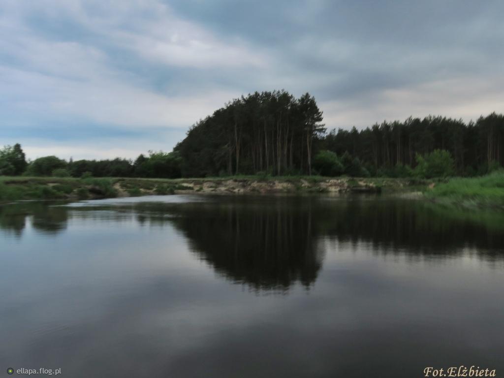 Lato, lato,lato czeka....razem z latem czeka rzeka...razem z rzeką czeka las....a tam ciągle nie ma nas.....
